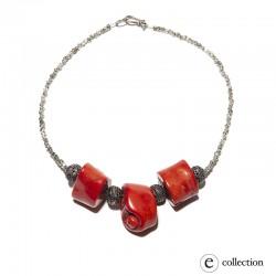 Collar coral en rama rojo.